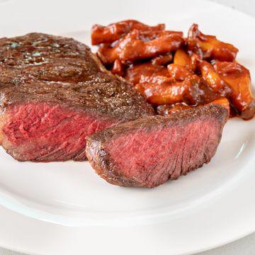 Rib Eye Steak mit weissen Bohnen und Pilzen